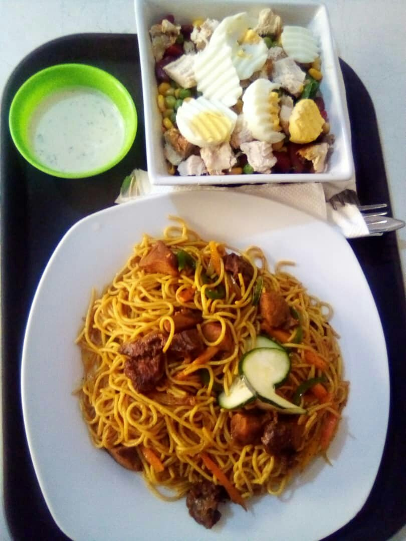 Veggie pasta and salad at Fitcafé by MF8